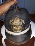 casco antiguo de bomberos de cuero - foto
