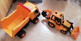 Camion volquete y excavadora - foto