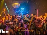 Chicas en grupo bar y chupitos gratis - foto
