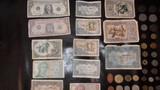 Billetes y monedas - foto