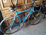 bicicleta toda de aluminio - foto