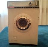 Lavadora de juguete antigua - foto
