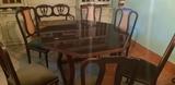 mesa y sillas - foto