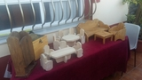 juegos de madera sillas y mesa - foto