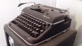 Maquina de Escribir Olympia Vintage - foto
