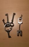 Llaveros con llaves antiguas - foto