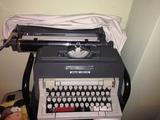 Maquina de escribir Olivetti linea 98 - foto