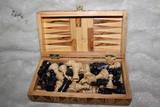 Cajida de madera con dos juegos ajedrez - foto