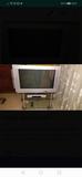 mesa de cristal más tv - foto