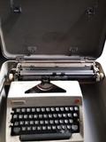 Vendo maquina de escribir - foto