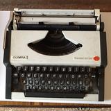 Maquina de escribir olympia traveller de - foto