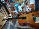 Aprende a cantar y a tocar la guitarra - foto