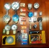 Lote de 19 flash antiguos y bombillas. - foto
