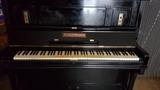 se vende piano alemán con máquina Renner - foto