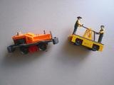 Maquina tractora y carretilla - foto
