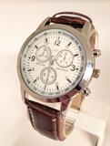Reloj metalico elegante tipo cocodrilo - foto