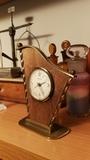 Reloj de Sobremesa antiguo. - foto