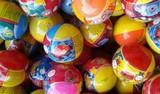 bolsas de 100 bolas de 90mm con juguetes - foto