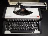 Máquina de Escribir Olympia Años 70 - foto