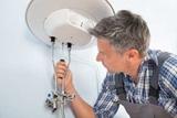 Tecnico instalar calentador de agua - foto