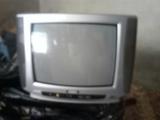 13 televisores 21p  con soporte de pared - foto