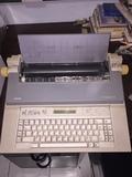 Máquina de escribir Olivetti ET compac 6 - foto