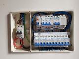 Electricista, instalador autorizado. - foto