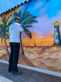 Grafitero / graffitis / dibujos / pared - foto