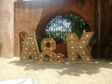 Letras de madera gigantes - foto