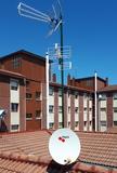 Mastil con antenas comunitario - foto