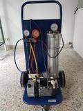 Sistema de vacío y carga de gas. - foto