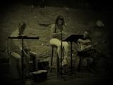 Guitarrista cajÓn y voz femenina - foto