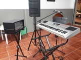 Se alquila / vende Piano con accesorios. - foto