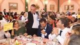 Actor camarero infiltrado actorers giona - foto