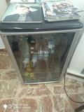 frigorífico con vitrina - foto
