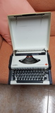 Máquina de escribir olympia antigua - foto