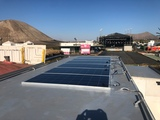 técnico en montaje de placa solares - foto