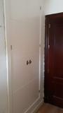 puerta en block y armario - foto