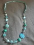 collar turquesa - foto