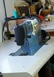 Maquina de coser industrial - foto
