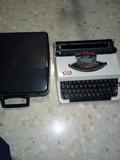 Antigua máquina de escribir - foto