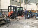 Mantenimiento de tractores y carretillas - foto