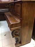 Afinadora de pianos en A Coruña - foto