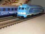 Locomotora diesel paya ho 4 vagones - foto