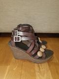 Sandalia de piel con plataforma - foto