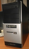Caja de ordenador vacía con fuente - foto