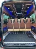 Minibuses para cenas de empresa. - foto