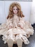 muñeca porcelana - foto