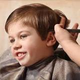 Corte pelo señora, caballero y niños - foto