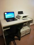 portatil hp mas escritorio y silla - foto